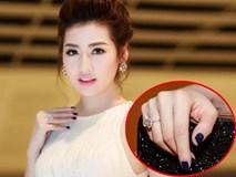 Á Hậu Tú Anh đeo nhẫn kim cương 1,6 tỷ đi dự tiệc