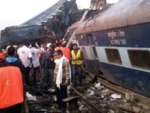 Hiện trường vụ tàu hỏa trật bánh, hơn 100 người chết ở Ấn Độ