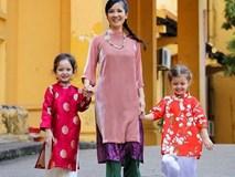 Ca sĩ Hồng Nhung cùng hai con mặc áo dài dạo phố