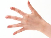 Xòe bàn tay đo ngón út để xem bạn có phải là người hạnh phúc không nhé