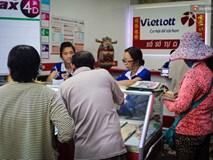 Người mua vé số tăng đột biến, các đại lý Vietlott ở Sài Gòn đã bán giá thấp hơn quy định