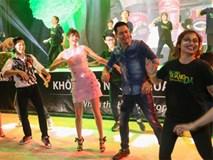 Phạm Hương thay đổi hình ảnh xinh như búp bê cùng Phan Anh nhảy flashmob
