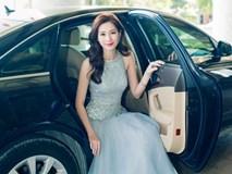 Hoa hậu Thu Thảo ngồi xế hộp sang trọng đến dự sự kiện