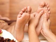 Massage chân trước khi đi ngủ mang lại nhiều lợi ích diệu kỳ