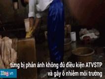 Clip: Cảnh dùng chân rửa lòng bò trong lò mổ