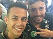 Ngồi cạnh nhau, 2 cầu thủ đội bóng đá Brazil may mắn thoát chết trong vụ tai nạn máy bay