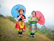 Bé gái 5 tuổi người Mông múa ô dễ thương