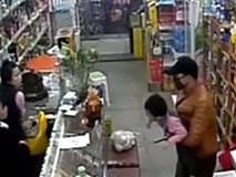 Nghẹt thở 6 tiếng giải cứu bé 3 tuổi bị con bạc cùng đường kề dao vào cổ bắt làm con tin
