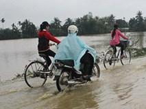 Hàng loạt học sinh nghỉ học vì nước dâng cao