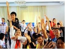 Trường cấm học sinh giơ tay phát biểu