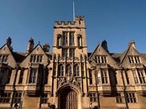 Không thành đạt, cựu sinh viên kiện Đại học Oxford dạy kém