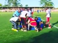 Cầu thủ qua đời ngay trên sân bóng sau khi ghi bàn