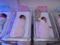 Những người mẹ bán con mới sinh với giá ngàn đô la