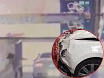 """Siêu xe 7 tỉ không người lái vẫn lao như """"ma làm"""", chủ xe đánh đu theo và kết quả là..."""