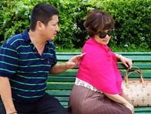 """U60 nhưng Chí Trung vẫn soái ca ngôn tình """"nịnh"""" vợ thế này...."""