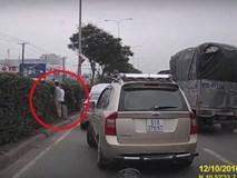 2 người đàn ông bỗng dừng xe giữa đường và hành động gây bức xúc sau đó