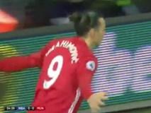 Ibrahimovic lập cú đúp, M.U bất bại 10 trận liên tiếp