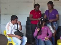 Phụ nữ Venezuela phải bán tóc trong khủng hoảng kinh tế