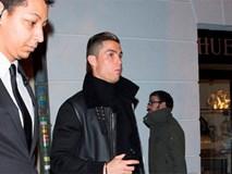 Ronaldo ăn mừng chức vô địch cùng bạn gái mới