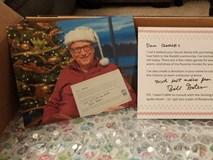"""Cô gái may mắn nhất Giáng Sinh năm nay: Nhận cả núi quà từ """"ông già Noel"""" Bill Gates"""