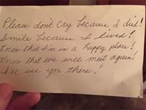 Cầm lá thư người vợ quá cố để lại, người chồng không khỏi nghẹn ngào...