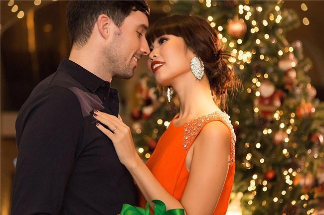 Siêu mẫu Hà Anh đón Giáng sinh đầu tiên, ấm áp và ngọt ngào bên chồng và gia đình nhà chồng