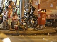 Lọt thỏm giữa thành phố rộn rã đèn màu là những đứa trẻ không có Noel