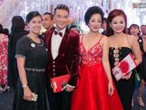 """Dàn sao Việt """"khủng"""" chỉ mặc trang phục Đỏ và Đen đến dự đám cưới Trấn Thành - Hari Won"""