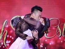 Trực tiếp đám cưới Trấn Thành và Hari Won: Chú rể bị ép hôn cô dâu theo nhịp nhạc