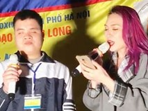 Mỹ Tâm hát cùng chàng trai khiếm thị vào đề thi THPT