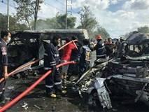 Xe khách đâm xe tải ở Thái Lan làm 25 người chết
