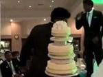 Đến giờ cắt bánh cưới, cô dâu ngã ngửa khi thấy toàn là thứ này bên trong, ngày vui biến thành ngày buồn nhất cuộc đời-7