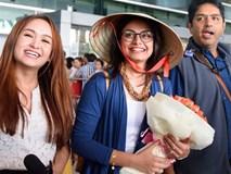 Anandi của 'Cô dâu 8 tuổi' bị bủa vây ở sân bay Tân Sơn Nhất