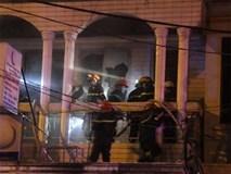 Cứu 7 người trong đám cháy lớn giữa đêm ở Sài Gòn