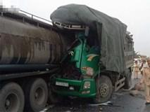 Dừng xe bên đường kiểm tra lốp bị xe tải húc vào, 2 người chết
