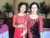 Thêm một bà mẹ U40 trẻ đến mức không thể phân biệt nổi khi đứng cạnh con gái