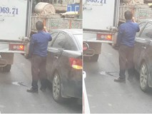 Tắc đường, tài xế dừng xe và có hành động khiến tất cả bất bình