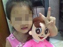 """Bé gái 3 tuổi nghi bị bắt cóc nói """"có ông già dẫn đi mua kẹo"""""""