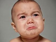 Phản ứng 'đổ vỡ toàn tập' của trẻ con khi bố mẹ ăn hết kẹo