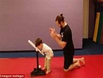 Clip bố dạy con trai đánh bóng chày 'đốn tim' cư dân mạng