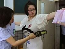 Cởi quần áo làm bài thi và những cách chống gian lận thi cử