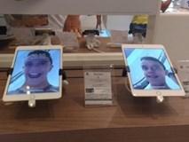 Vào cửa hàng đổi tất cả hình nền thành ảnh tự sướng hài hước