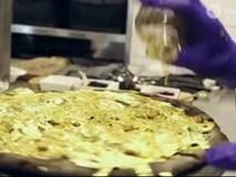 Cận cảnh bánh pizza dát vàng 24k, giá 2000 USD