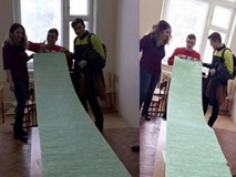 """Sinh viên Nga lập """"kỷ lục"""" với chiếc phao thi lớn nhất thế giới"""