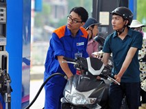 Tiếp tục giữ nguyên giá xăng, tăng giá dầu