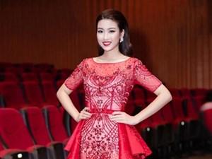 Hoa hậu Mỹ Linh hút ánh nhìn với đầm xuyên thấu