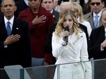 Sự run rẩy khi hát quốc ca Mỹ khiến nữ ca sĩ 16 tuổi được khen ngợi