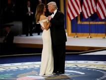 Vợ chồng Tổng thống Trump tình tứ trong tiệc khiêu vũ