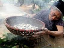Cặp vợ chồng già lưu giữ tục ăn đất cổ xưa ở Vĩnh Phúc