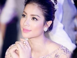 Hoa hậu Phạm Hương diện đầm công chúa dự event cuối trong năm